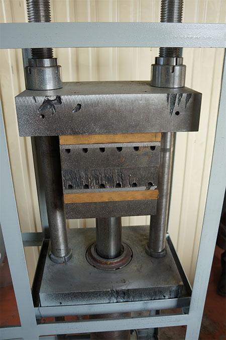 Пресс вулканизационный для изготовления резинотехнических изделий РТИ